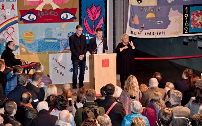 Projecte dels NOMS hace donación del Tapiz Memorial del Sida al Museu d'Història de Catalunya en un emotivo acto